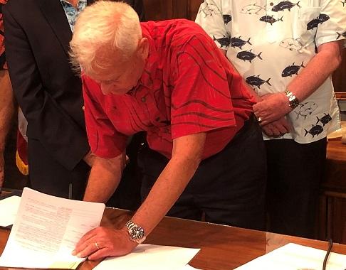 Honolulu Mayor Signs Bills into Law